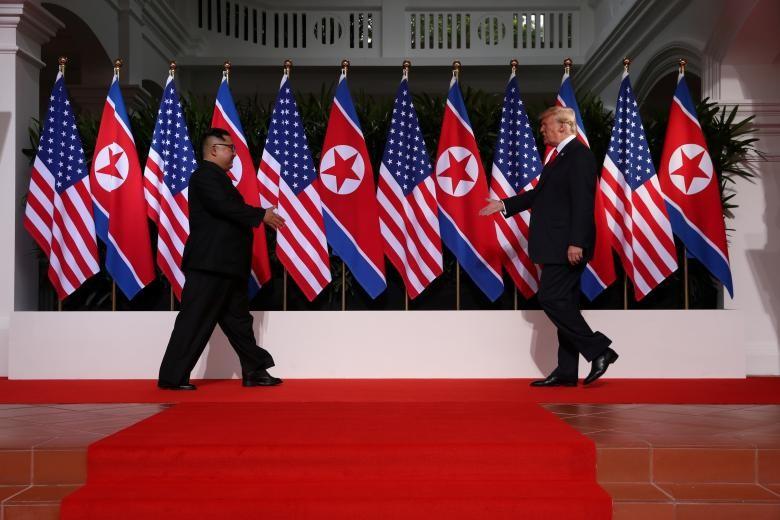 Phản ứng của người dân trước cái bắt tay Trump-Kim - ảnh 1