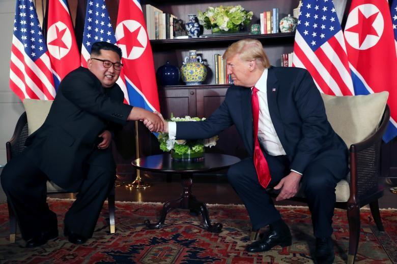 Chùm ảnh: Những khoảnh khắc lịch sử của ông Trump và ông Kim - ảnh 8