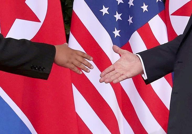 Chùm ảnh: Những khoảnh khắc lịch sử của ông Trump và ông Kim - ảnh 3