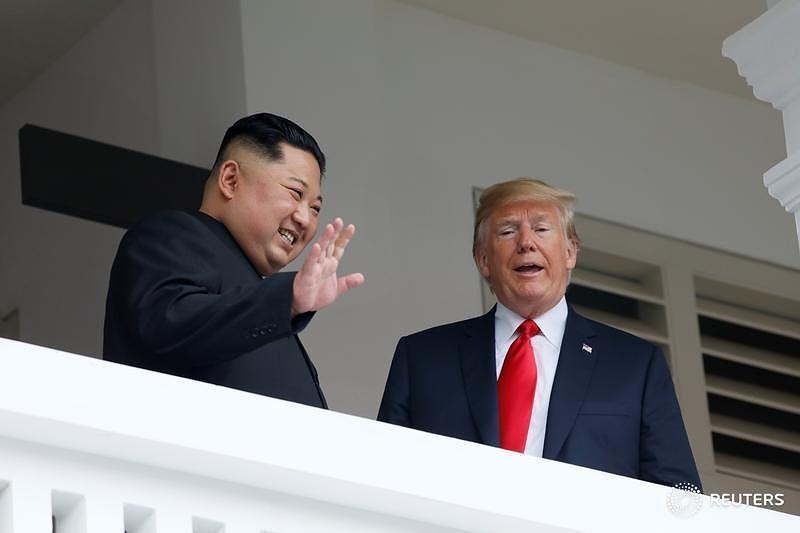 Chùm ảnh: Những khoảnh khắc lịch sử của ông Trump và ông Kim - ảnh 9