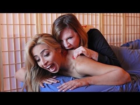 Độc đáo phương pháp massage bằng...răng - ảnh 1