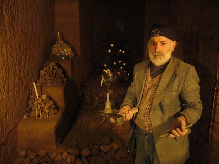 Người đàn ông dành 23 năm để xây một ngôi đền dưới lòng đất - ảnh 2
