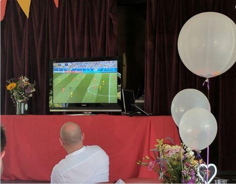 Muôn mặt tổ chức đám cưới trong mùa World Cup - ảnh 4