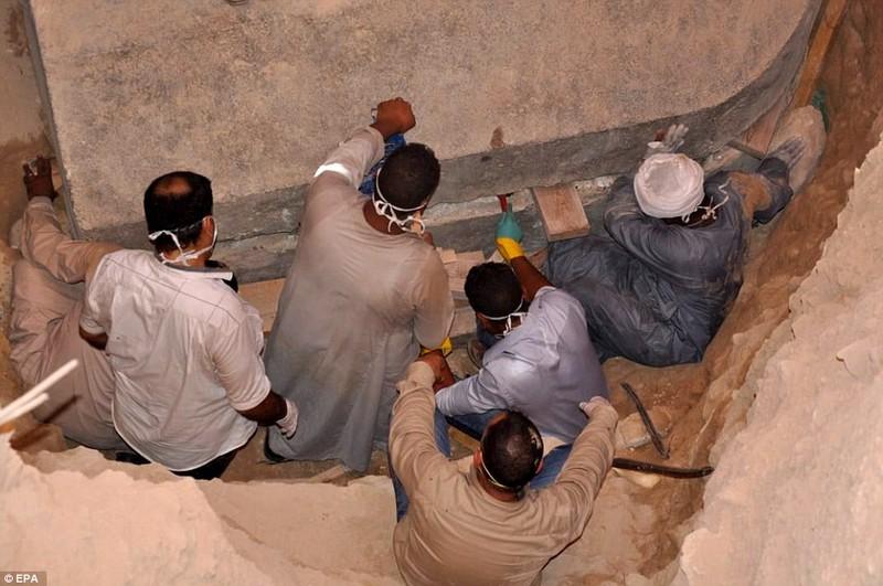 Phát hiện quan tài chứa xác 3 người lính Ai Cập cổ đại - ảnh 1
