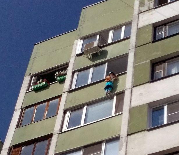 Thần kì cứu sống bé trai 3 tuổi rơi từ tầng 4 - ảnh 1
