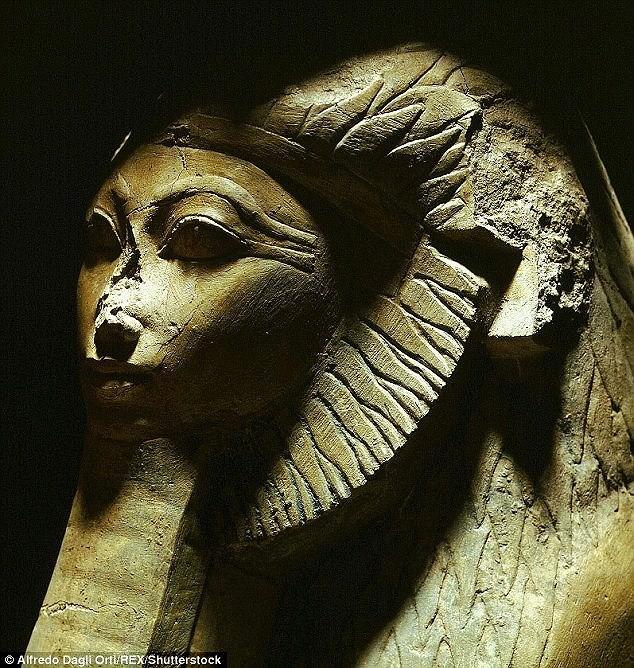 Tìm thấy thêm tượng nhân sư cổ ở Ai Cập - ảnh 1