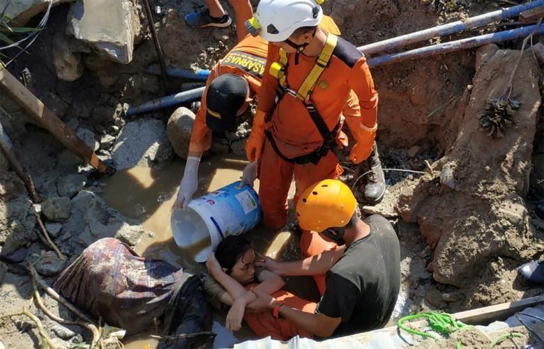 Những hình ảnh rúng động thế giới về thảm họa ở Indonesia   - ảnh 1