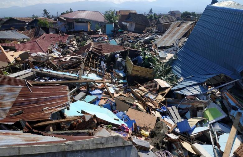 Những hình ảnh rúng động thế giới về thảm họa ở Indonesia   - ảnh 2