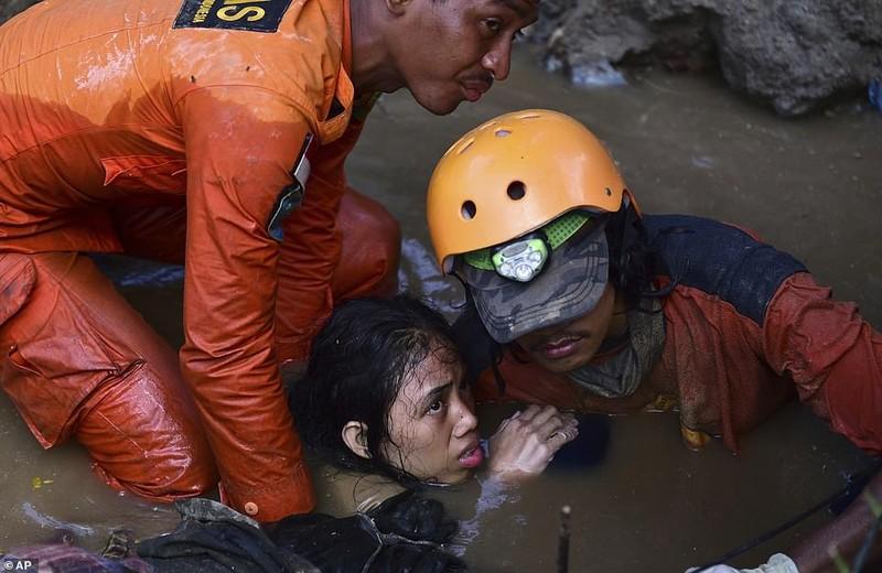 Những hình ảnh rúng động thế giới về thảm họa ở Indonesia   - ảnh 7