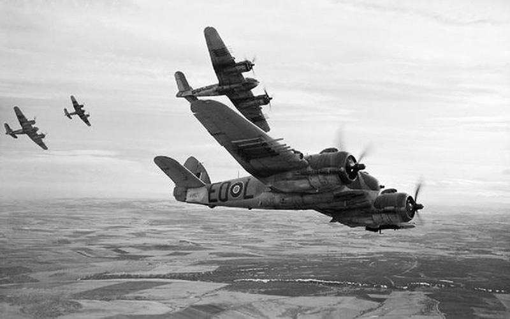 Những máy bay quân sự đình đám trên thế giới - ảnh 7