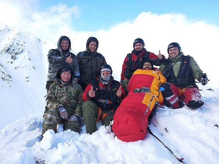 Sống sót kỳ diệu sau 4 ngày kẹt ở ngọn núi lạnh nhất nước Nga - ảnh 2