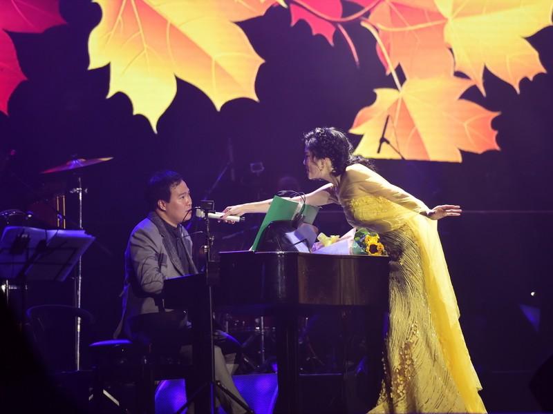 Liveshow Việt Anh và lưng chừng xúc cảm - ảnh 1