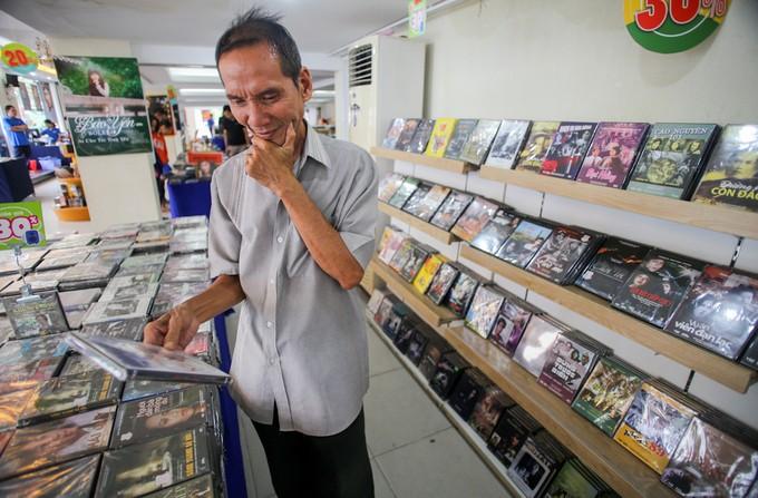 Lý do không cần xếp hàng mua đĩa Mỹ Tâm, Uyên Linh - ảnh 1