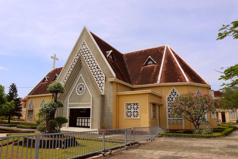 Cận cảnh nhà thờ, nhà dòng Thủ Thiêm gần 180 tuổi - ảnh 7