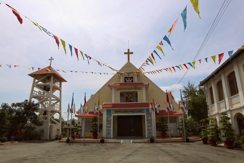 Cận cảnh nhà thờ, nhà dòng Thủ Thiêm gần 180 tuổi - ảnh 2