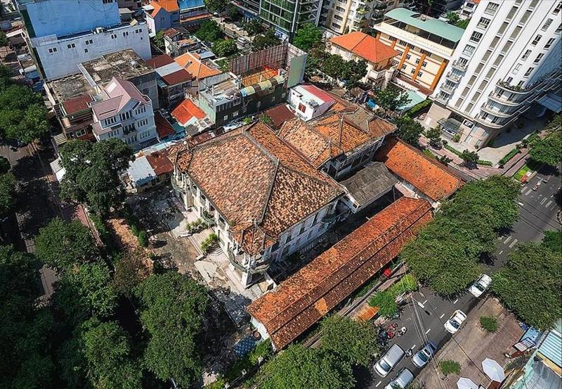 Cận cảnh biệt thự ba mặt tiền tại Sài Gòn sắp được trùng tu - ảnh 11