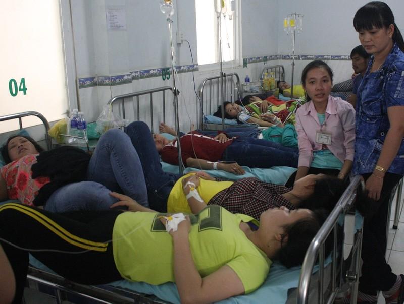 Gần 400 công nhân nhập viện cấp cứu sau bữa ăn trưa - ảnh 1