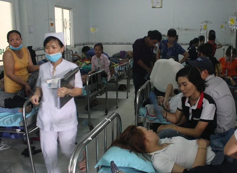 Gần 400 công nhân nhập viện cấp cứu sau bữa ăn trưa - ảnh 2