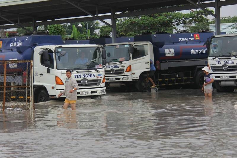 Đồng Nai: Mưa lớn ngập khủng khiếp, học sinh nghỉ học - ảnh 2
