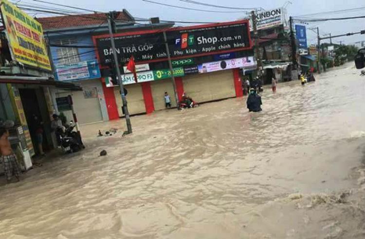 Đồng Nai: Mưa lớn ngập khủng khiếp, học sinh nghỉ học - ảnh 4