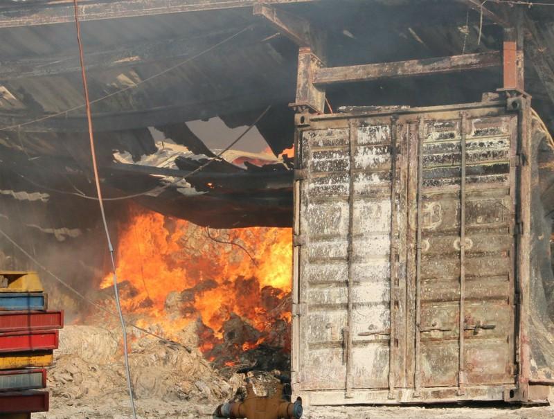 Cháy khủng khiếp nhà máy trong KCN Biên Hòa 2 - ảnh 1