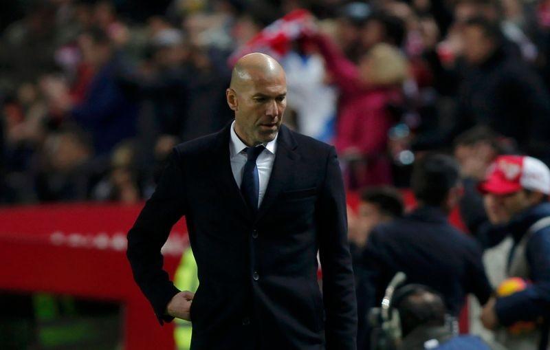 Zidane tìm giải pháp ngăn sụp đổ - ảnh 1