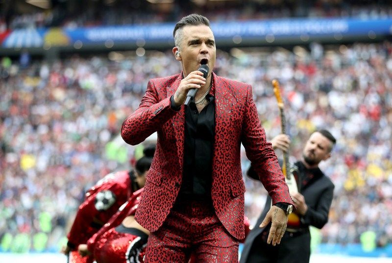 """Giải mã """"ngón tay thối"""" của Robbie Williams - ảnh 3"""