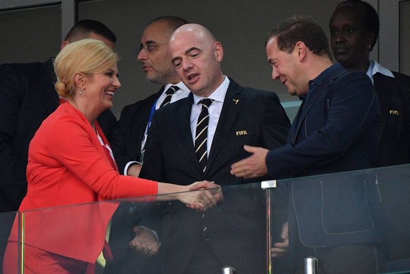 Tổng thống xinh đẹp Kolinda nói gì với Thủ tướng Medvedev? - ảnh 1