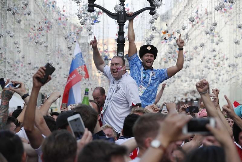 CĐV Anh và Croatia tưng bừng mở hội ở Moscow - ảnh 9