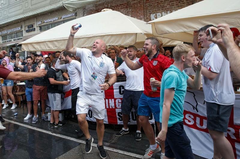 CĐV Anh và Croatia tưng bừng mở hội ở Moscow - ảnh 10