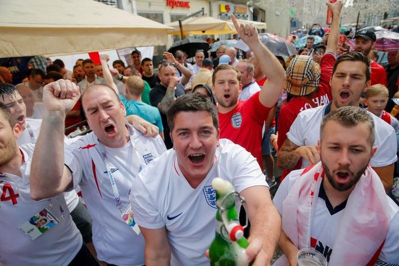CĐV Anh và Croatia tưng bừng mở hội ở Moscow - ảnh 12