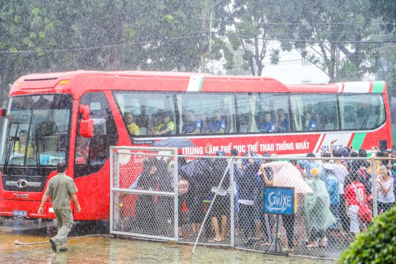 Buổi tập cuối của Olympic Việt Nam trong chiều mưa - ảnh 1