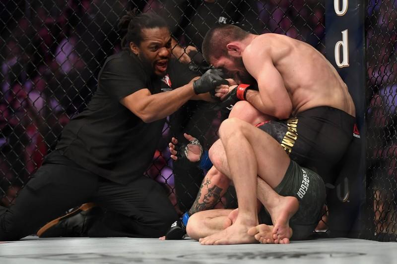 Khabib đánh bại McGregor, đánh luôn đội của đối thủ - ảnh 2