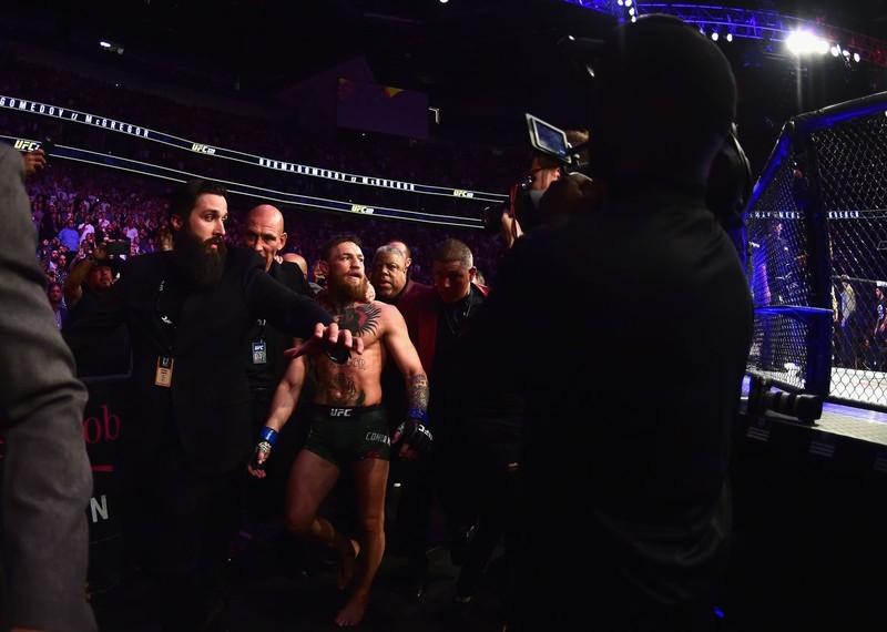 Khabib đánh bại McGregor, đánh luôn đội của đối thủ - ảnh 10