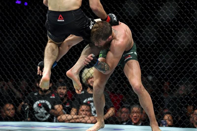 Khabib đánh bại McGregor, đánh luôn đội của đối thủ - ảnh 5