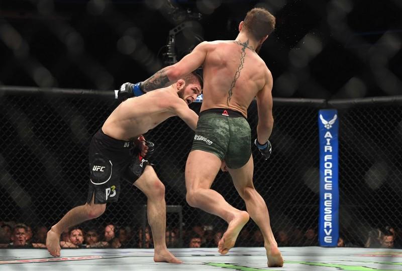 Khabib đánh bại McGregor, đánh luôn đội của đối thủ - ảnh 9