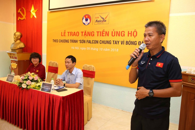 Thầy trò HLV Hoàng Anh Tuấn đã nhận