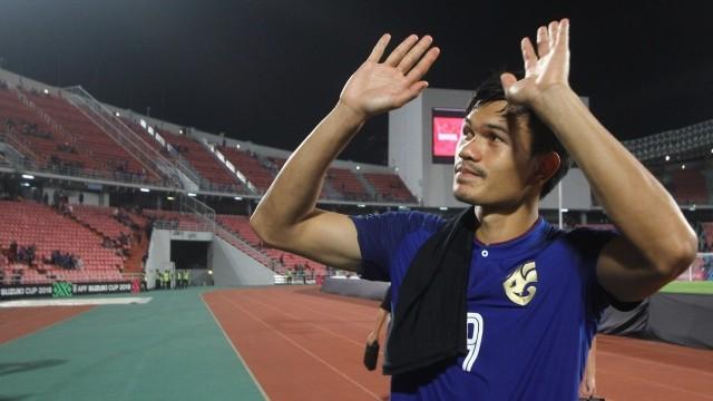 Adisak nói gì sau khi thành tội đồ của bóng đá Thái Lan? - ảnh 1