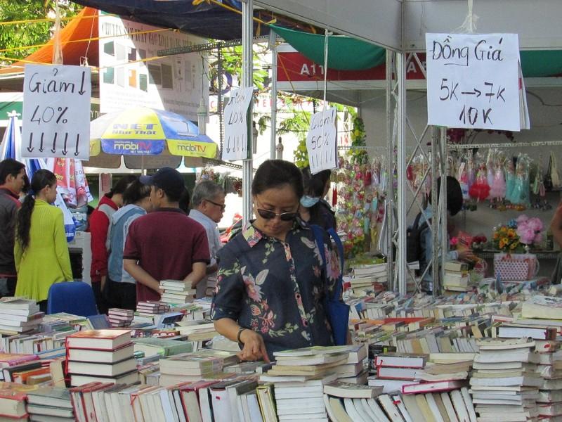 Hội sách Cần Thơ: Nhiều sách hay, giảm giá 50% - ảnh 3