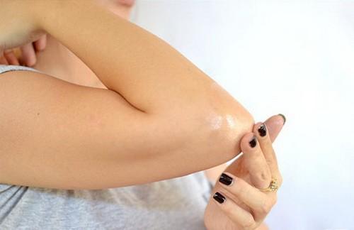 Triệu chứng đau khuỷu tay và cách phòng ngừa - ảnh 1