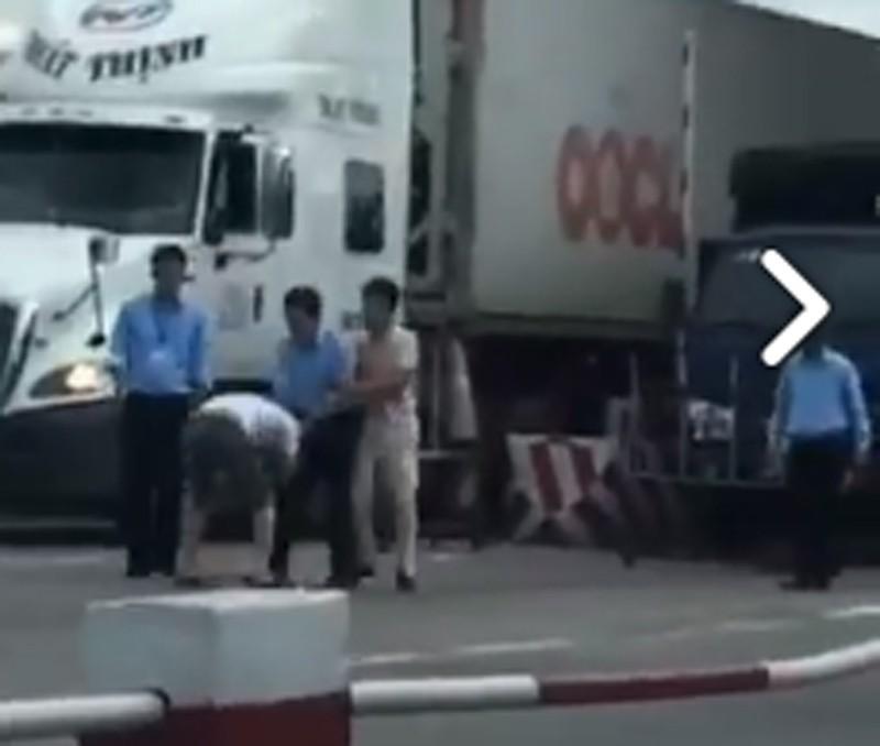 Nghi tài xế bị đánh vì trả tiền lẻ qua trạm BOT - ảnh 1