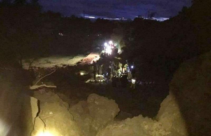 Sạt lở đất, 18 người cùng 7 căn nhà bị vùi trong đêm - ảnh 1