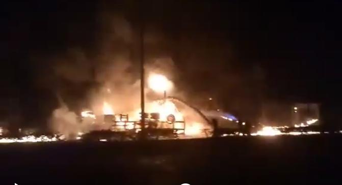 Xe bồn chở dầu lao vào nhà dân bốc cháy, 6 người chết - ảnh 2