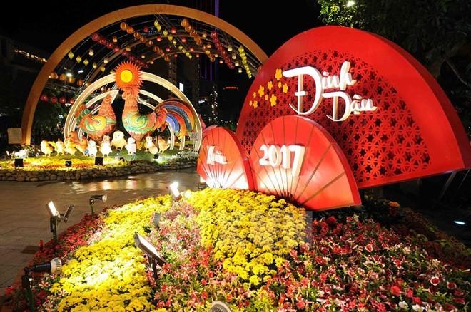 Đường hoa Nguyễn Huệ mở cửa thêm 1 ngày nữa - ảnh 1