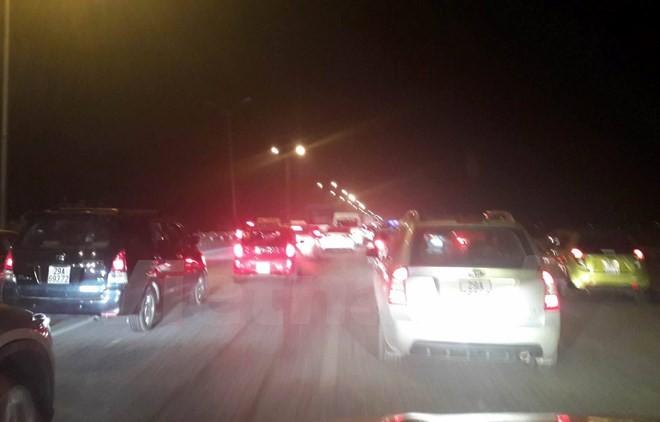 Hàng chục ngàn ôtô ùn tắc trên cao tốc Pháp Vân-Cầu Giẽ - ảnh 1
