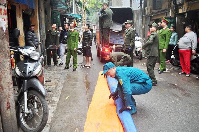 Hà Nội đồng loạt ra quân xử lý lấn chiếm vỉa hè - ảnh 4