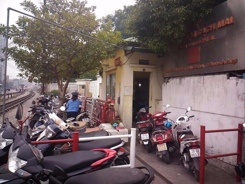 Gác tàu thu vé xe 'cắt cổ' trước cổng BV Bạch Mai - ảnh 3