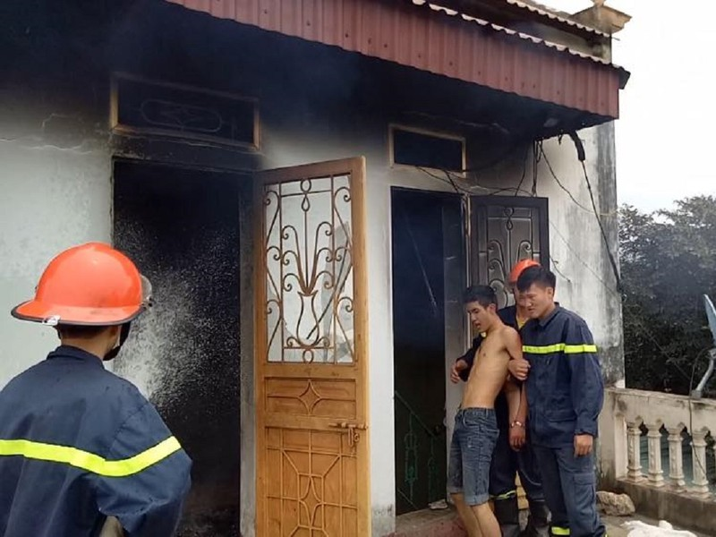 Nam thanh niên đốt nhà nghi do ngáo đá - ảnh 1