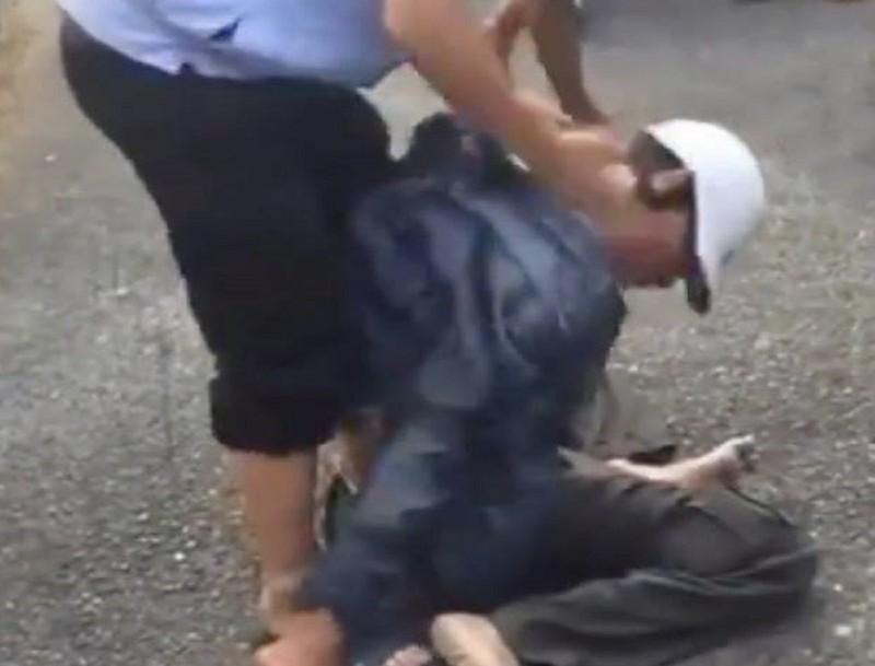 Nghi phạm cướp giật bị dân vây đánh bầm dập trên phố - ảnh 1