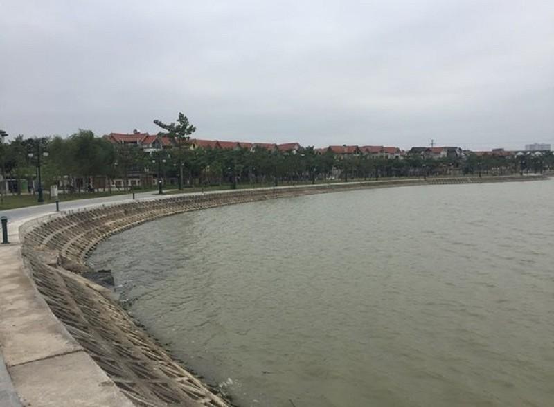 Thi thể phụ nữ khoảng 30 tuổi nổi trên hồ ở Hà Nội - ảnh 1